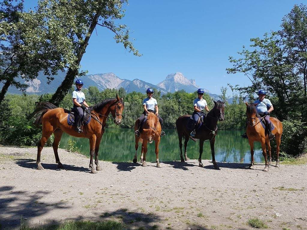 Gardiennage à cheval autour du lac